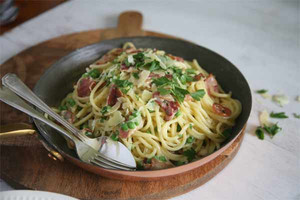 Spaghetti with bacon and peas recipe