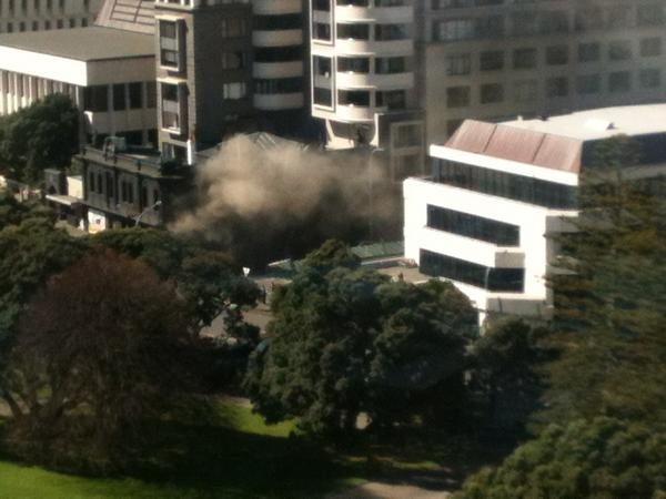 Fire broke out after 3pm at the Backbencher. Smoke billowing into the surrounding air. Photo: ‏@ColeyTangerina, Twitter