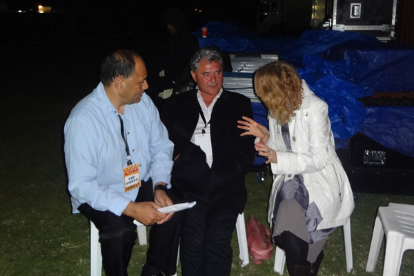 Willie, JT and Karyn Hay discuss MC tactics backstage at the Tauranga Jazz Festival
