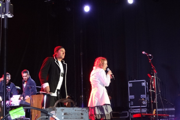Andrew Fagan and Karyn Hay on stage at the Tauranga Jazz Festival