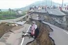 Road in Ecuador after 7.8 quake hits (caonabo/Reddit)